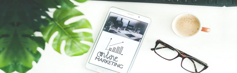online-marketing-graph-on-tablet